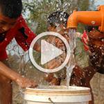Kinder am Brunnen